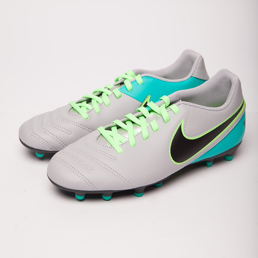 Picture of Football boots Nike TIEMPO