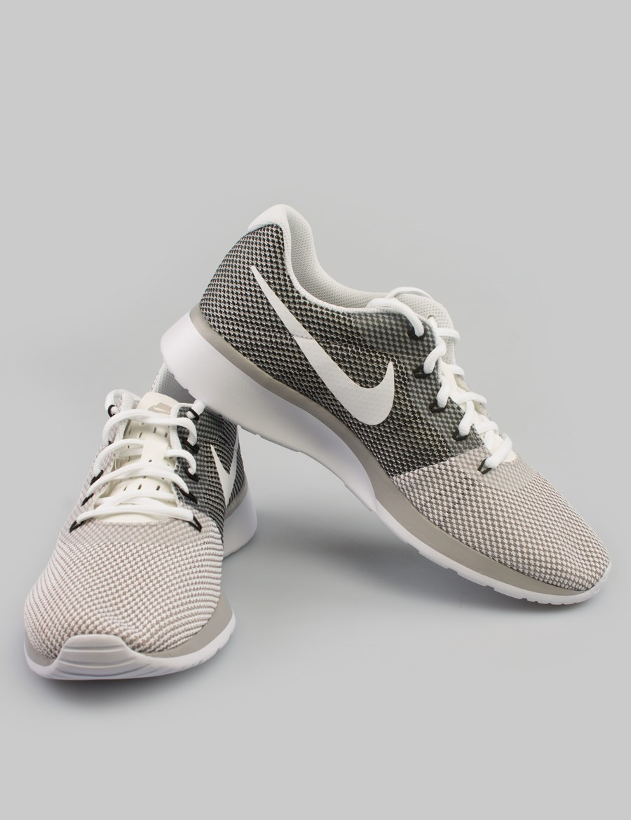 Picture of WMNS NIKE TANJUN RACER